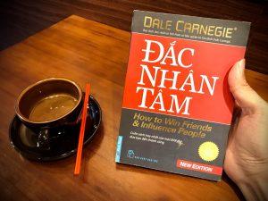 [Review sách] Đắc Nhân Tâm của Dale Carnegie: Cách sống của người tử tế!