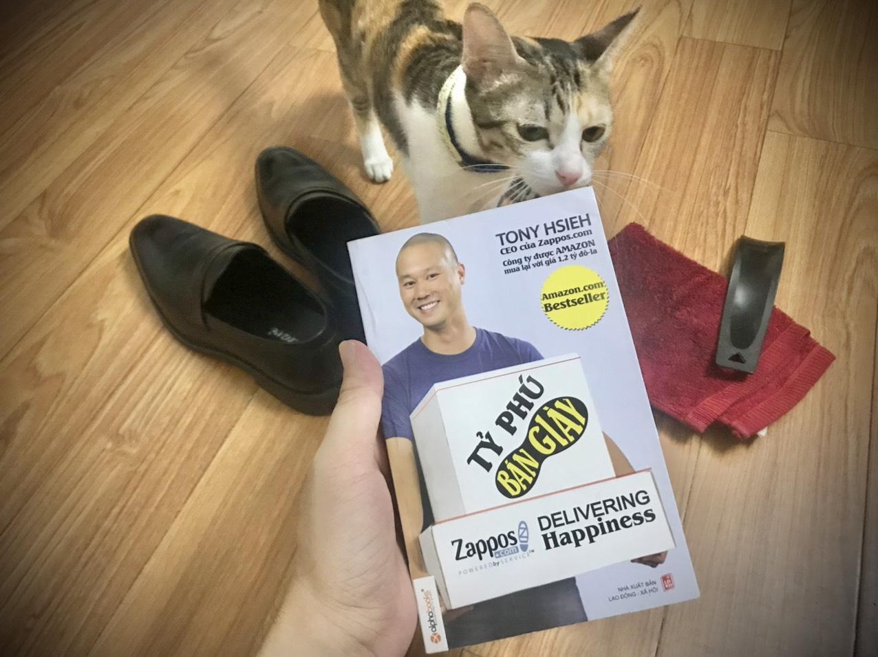 You are currently viewing Review sách Tỷ Phú Bán Giày của Tony Hsieh: Câu chuyện về Zappos.com – Người mang lại hạnh phúc